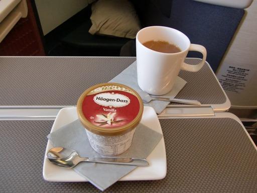 コーヒーとハーゲンダッツ.JPG