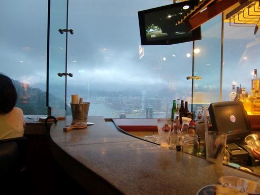 バーで夕暮れを待つ。.JPG