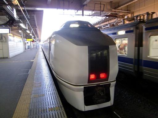 出発を待つ651系基本編成.JPG