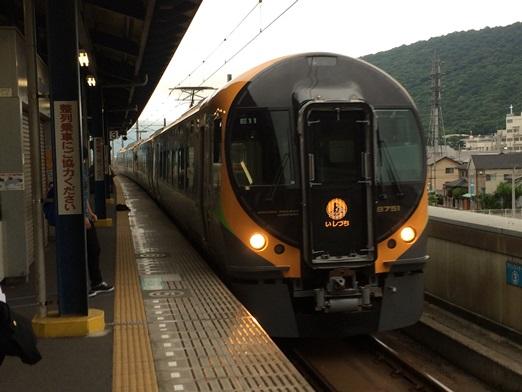 坂出駅に入線する8600系.JPG