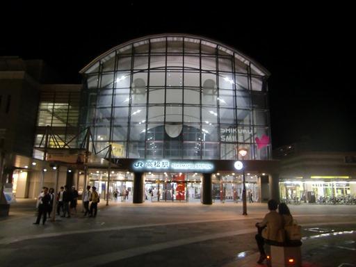 夜の高松駅.JPG