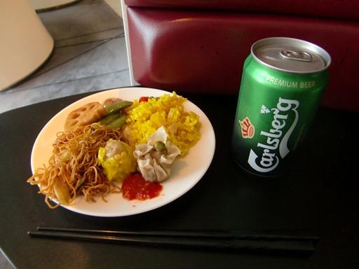昼食とビール.JPG