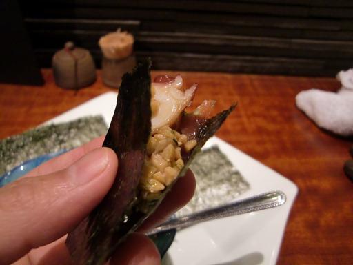 海苔に海鮮と納豆を巻いて.JPG