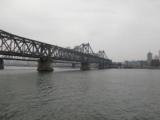 船上からの中朝友諠橋.JPG