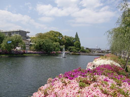 陣屋跡前の堀.JPG