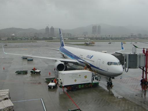 雨の台北に到着.JPG
