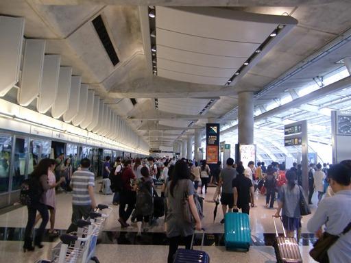 香港国際空港駅に到着.JPG