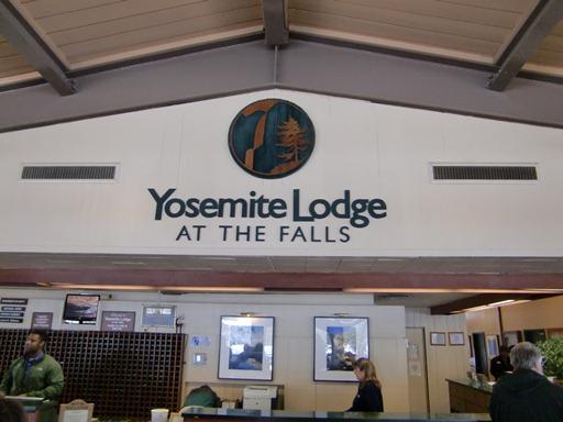 Yosemite Lodgeフロント.JPG