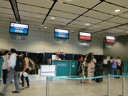 香港駅CXチェックインカウンター.JPG